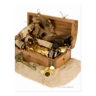 Cartão Postal Abra a réplica da arca do tesouro na areia