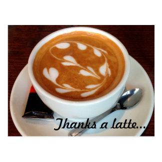 Cartão Postal Agradece a corações de uma arte do latte