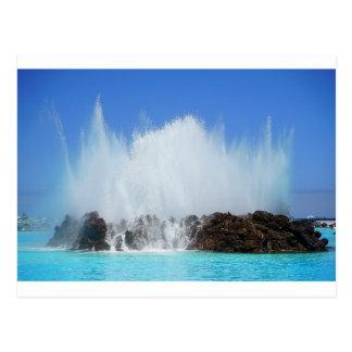Cartão Postal Água que bate rochas em Ilhas Canárias