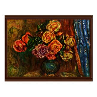 Cartão Postal Ainda rosas da vida na frente das cortinas azuis