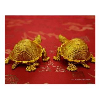 Cartão Postal Ainda vida de um par de estatuetas da tartaruga do