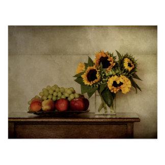 Cartão Postal Ainda vida, girassóis no vaso, fruta na bacia