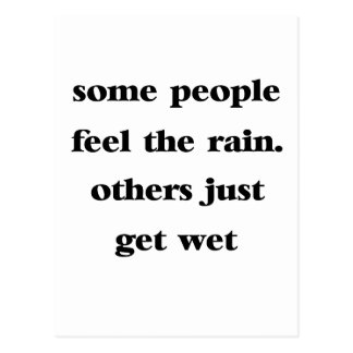 Cartão Postal algumas pessoas da sensação que a chuva outro