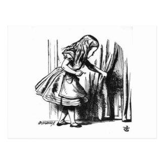 Cartão Postal Alice encontra uma porta