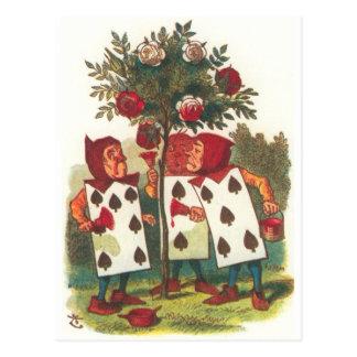 Cartão Postal Alice no país das maravilhas - pintando os rosas