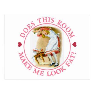 """Cartão Postal Alice pede, """"esta sala faz-me olhar gordo? """""""