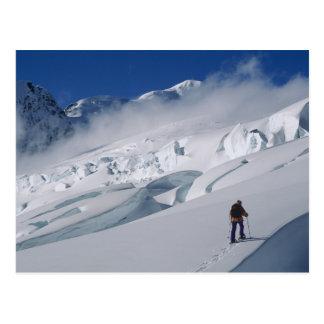 Cartão Postal Alpinista na geleira de Tasman na montagem