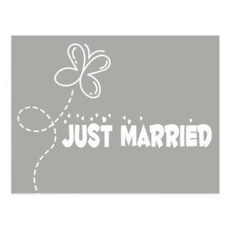 Cartão Postal Amor cinzento & branco da borboleta & dos corações