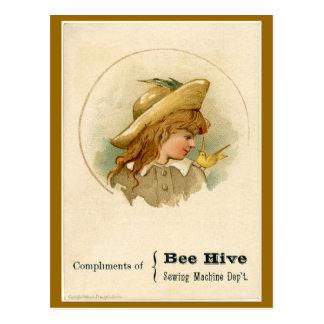 Cartão Postal Anúncio da máquina de costura da colmeia da abelha