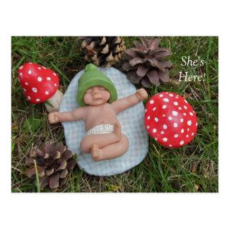 Cartão Postal Anúncio do nascimento: Bebê da argila, cogumelos,