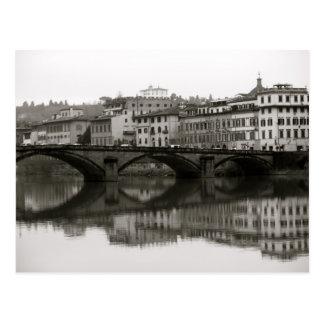 Cartão Postal Ao longo do Arno em Florença, Italia