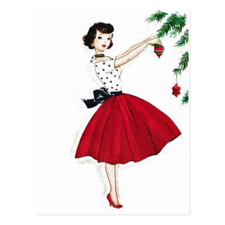 Cartão Postal Aparando a árvore no cetim vermelho