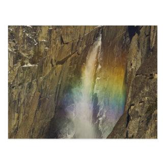 Cartão Postal Arco-íris em Yosemite Falls superior em Yosemite