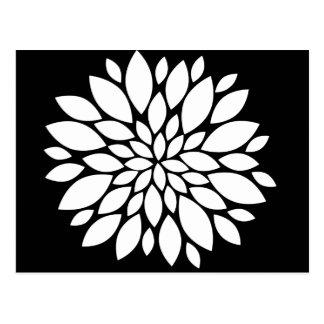 Cartão Postal Arte bonito das pétalas da flor branca no preto
