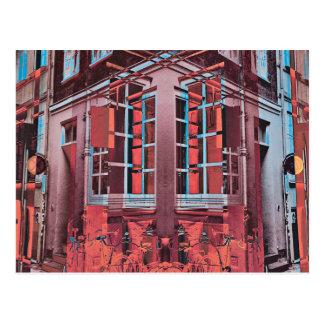 Cartão Postal Arte digital da reflexão azul vermelha das janelas