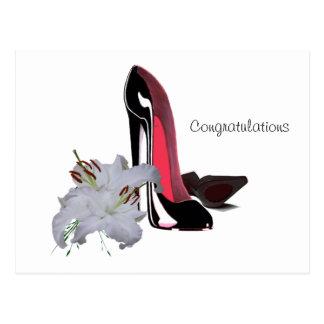 Cartão Postal Arte preta dos calçados e dos lírios do estilete