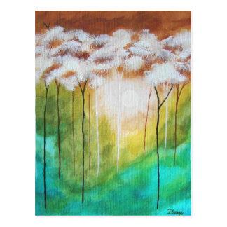 Cartão Postal Árvores magros da luz abstrata do alvorecer da