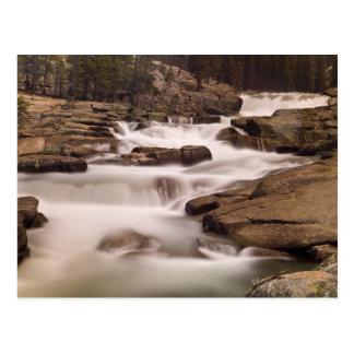 Cartão Postal As cascatas do rio de Tuolumne sobre o granito