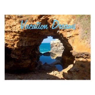 Cartão Postal As férias da caverna da praia do oceano sonham o