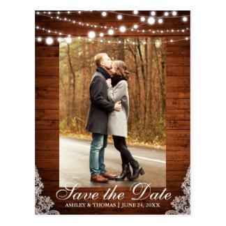 Cartão Postal As luzes de madeira do laço do casamento rústico