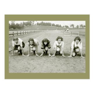Cartão Postal As meninas seguem, 1920