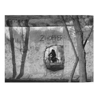Cartão Postal Através do muro de Berlim III