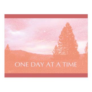Cartão Postal Aurora cor-de-rosa alaranjada de ODAT
