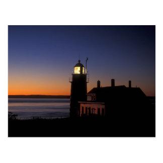 Cartão Postal Aurora no farol principal Maine de Quoddy