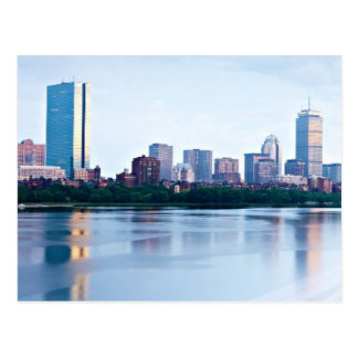 Cartão Postal Baía traseira de Boston através de Charles River