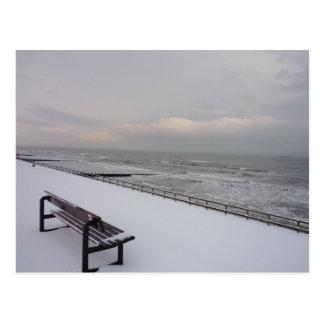 Cartão Postal Banco, neve e mar