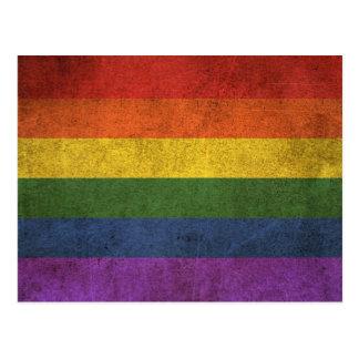 Cartão Postal Bandeira afligida vintage do arco-íris do orgulho