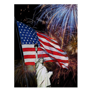 Cartão Postal Bandeira americana, fogos-de-artifício e estátua