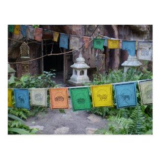 Cartão Postal Bandeiras da oração no templo