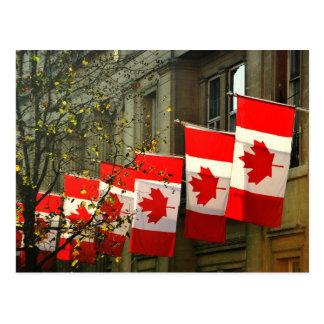 Cartão Postal Bandeiras de casa de Canadá