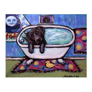 Cartão Postal Banheira preta de Labrador