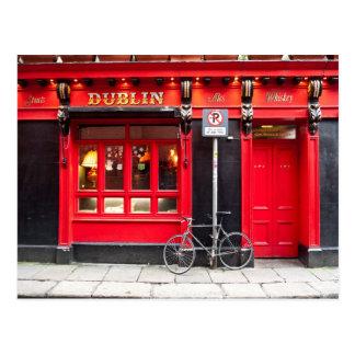 Cartão Postal Bar vermelho de Dublin