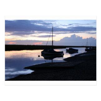 Cartão Postal Barcos Blakeney no crepúsculo
