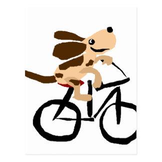 Cartão Postal Basset Hound engraçado que monta a bicicleta