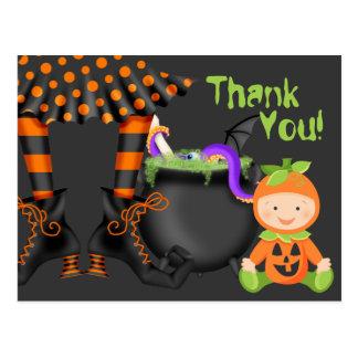 Cartão Postal Bebê bonito no obrigado do Dia das Bruxas do traje