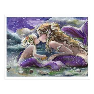 Cartão Postal Beijando sereias da mamã e do bebê no roxo
