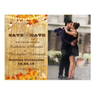 Cartão Postal Beijo romance do casal na fonte/tema da queda