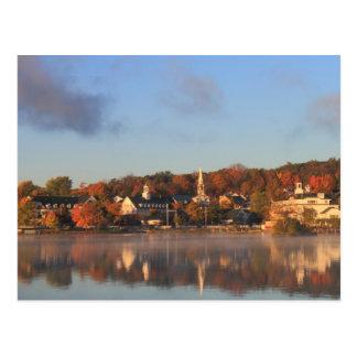 Cartão Postal Beira-rio de Meredith do outono de Winnipesaukee