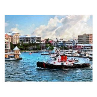 Cartão Postal Bermuda - rebocador que entra no porto de Hamilton