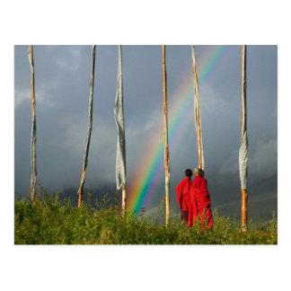 Cartão Postal Bhutan, vila de Gangtey, arco-íris sobre duas
