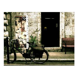 Cartão Postal Bicicleta da nostalgia de dois veículos com rodas