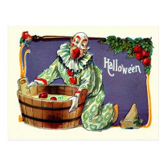 Cartão Postal Bobo da corte do palhaço que sacode-se para maçãs