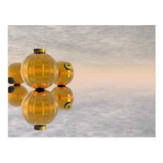 Cartão Postal Bolas douradas do Natal - 3D rendem