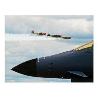 Cartão Postal Bombardeiro B-1 e lutadores de WWII