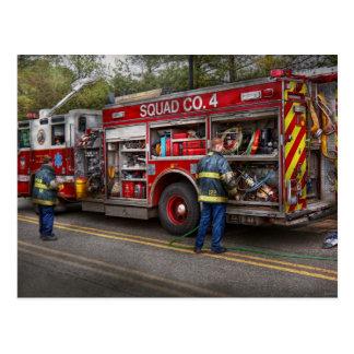 Cartão Postal Bombeiros - o carro de bombeiros moderno