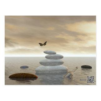 Cartão Postal Borboletas em vôo em uma paisagem do zen